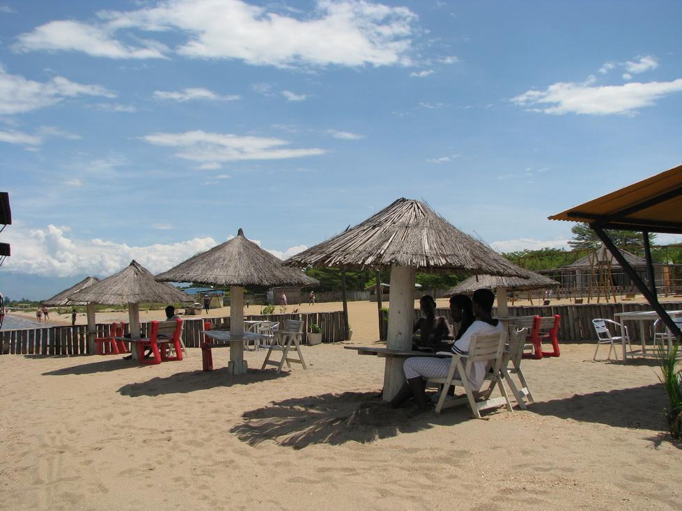 Bar na plaži, Tanganyika