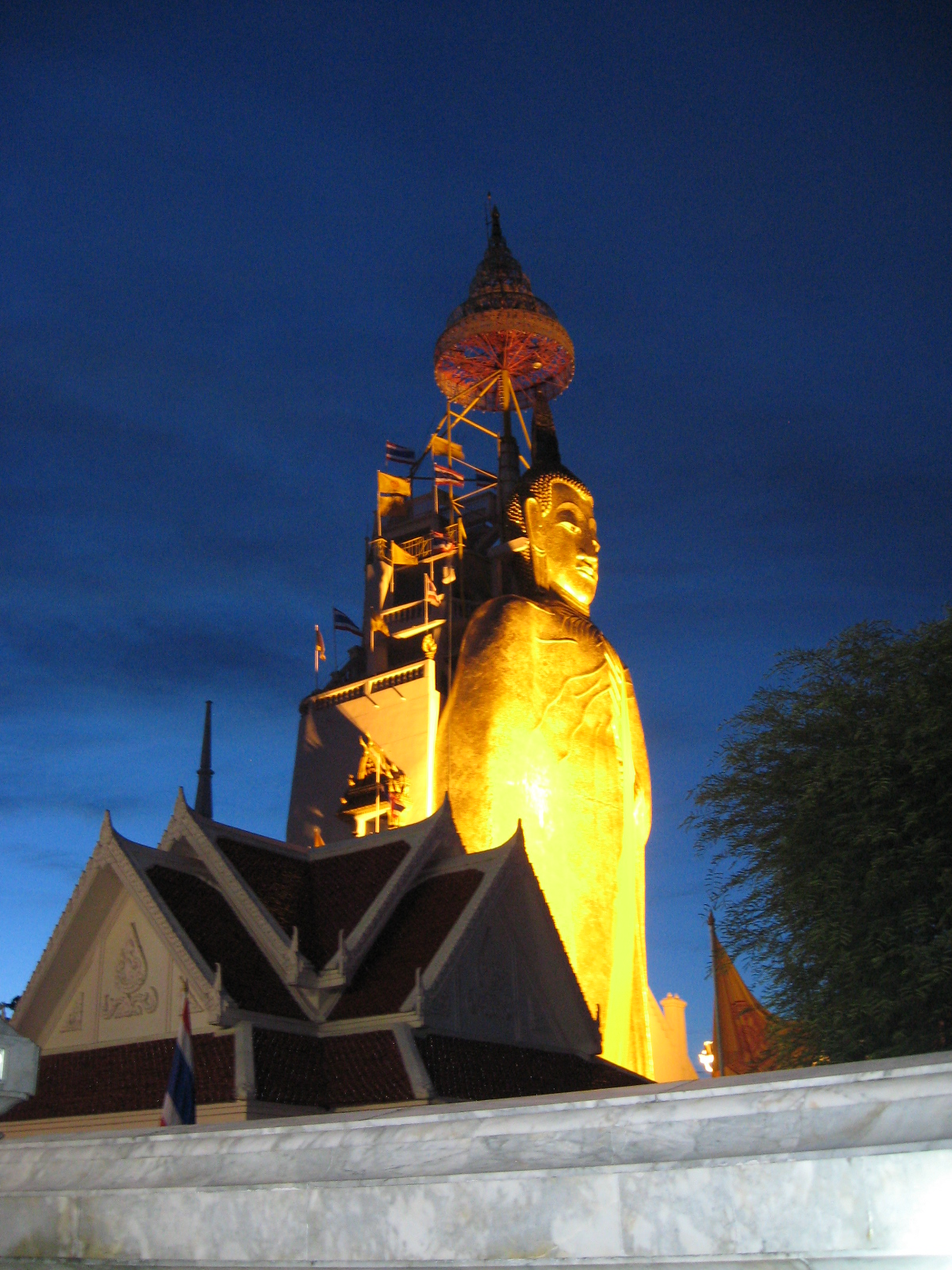 Wat Intharavihan, Bangkok