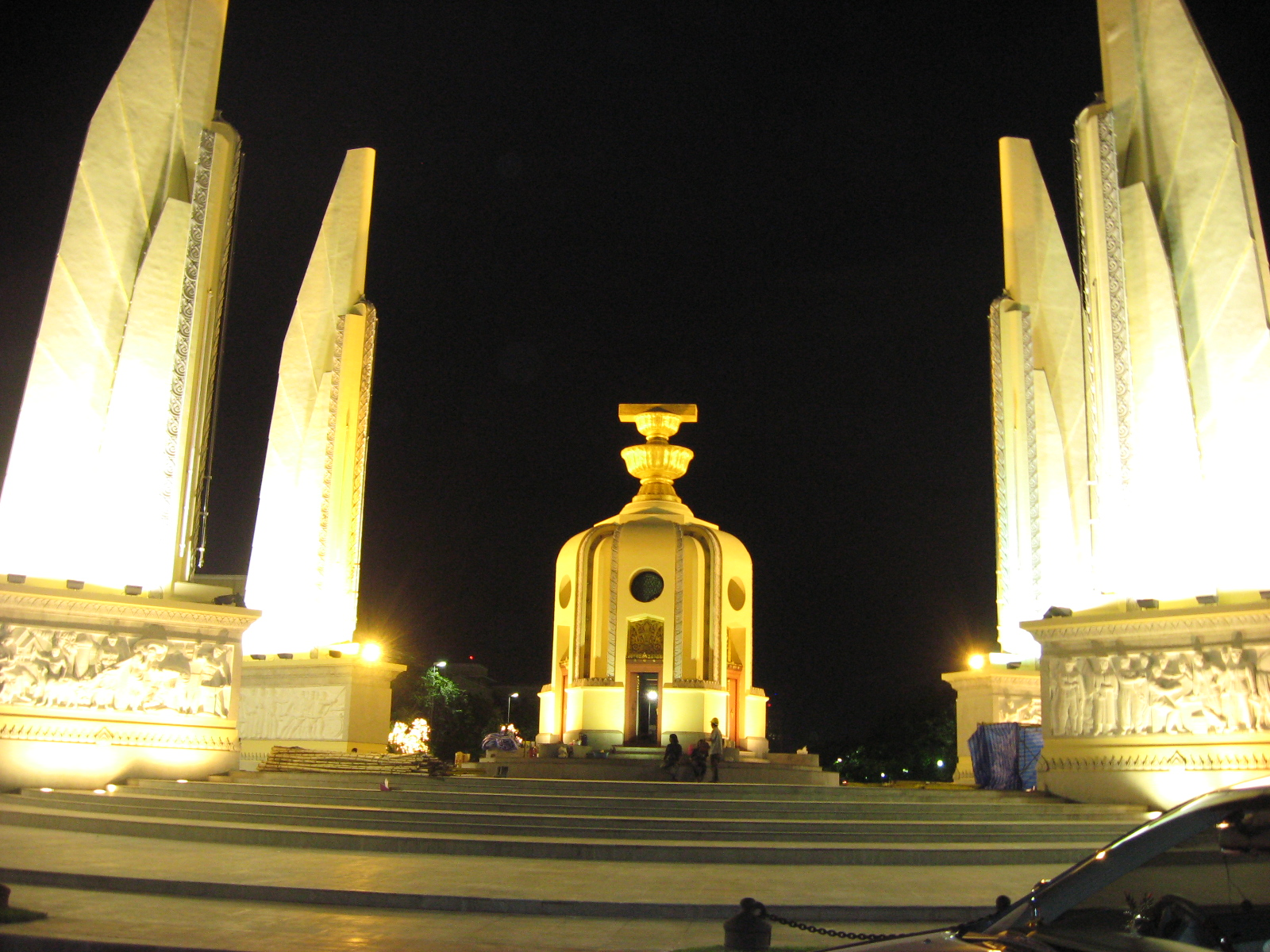 Spomenik demokratije, Bangkok