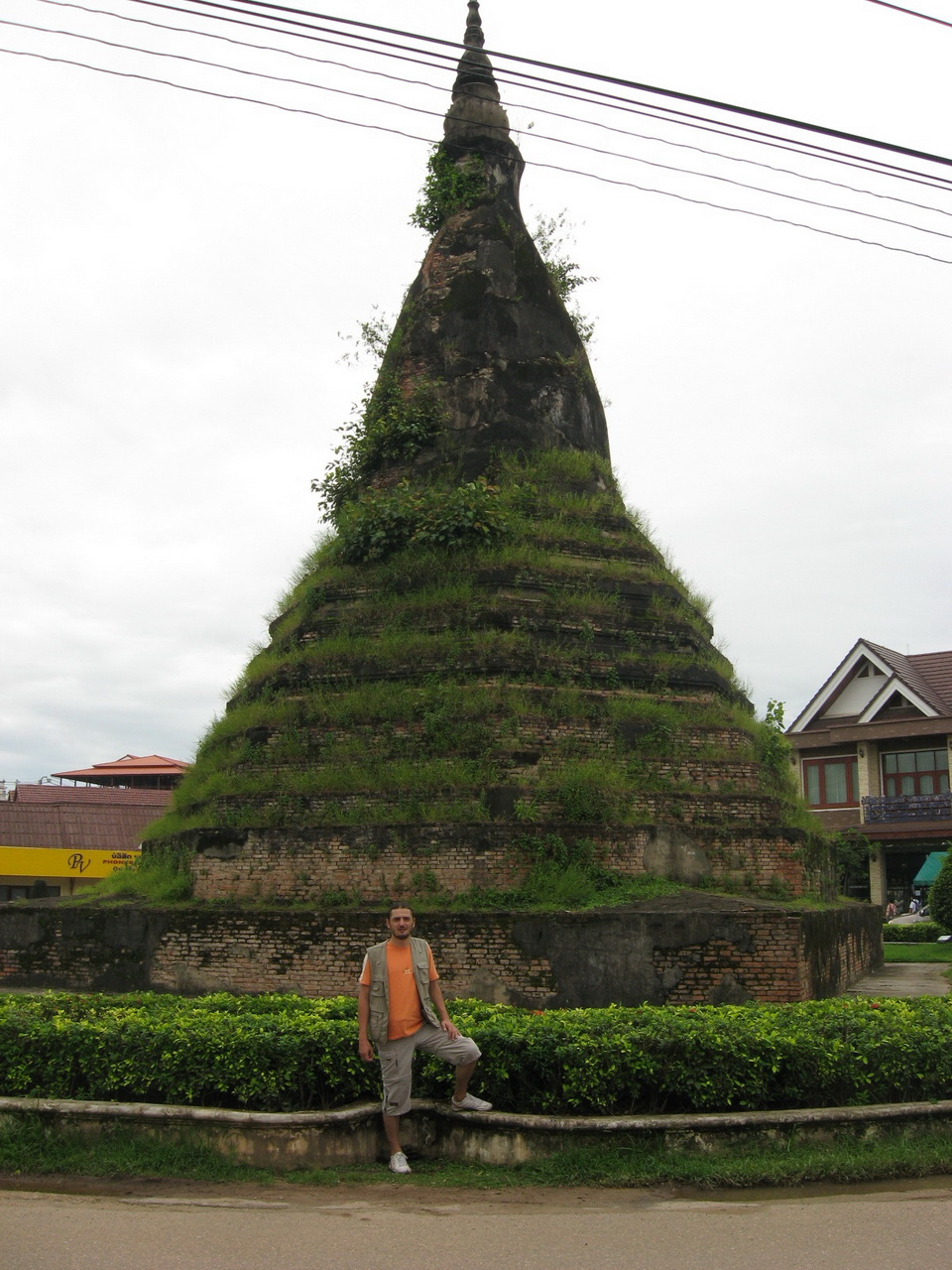 That Dam ili Crna stupa